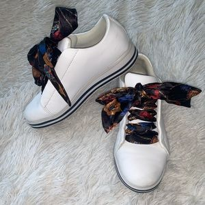SUPER CUTE SNEAKERS W/SATIN BOW
